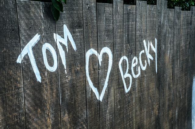 Tom loves Becky fence MK