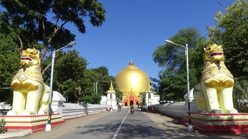 Stupa Kaunghmudaw, Sagaing, Myanmar.