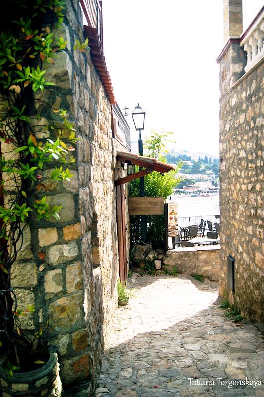 Проход между домами в Старом Улцине