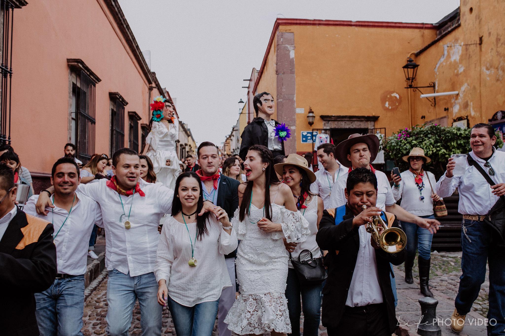 SanMigueldeAllende_Wedding_Callejoneada_Vaquillada_0073