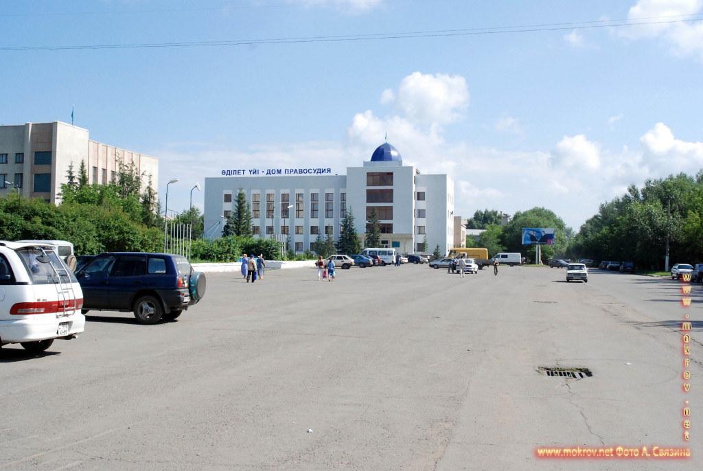 Город Щучинск - центральная площадь.