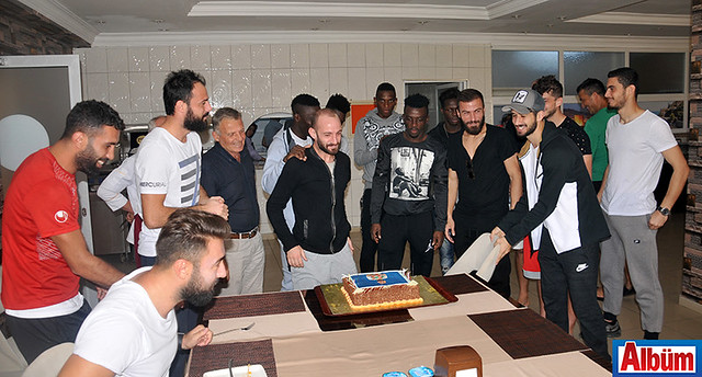 Efecan'a sürpriz kutlama1
