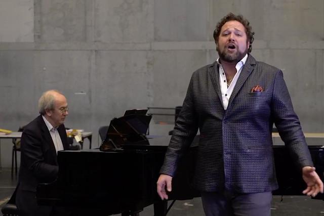 Bryan Hymel performs 'Viva il vino spumeggiante'