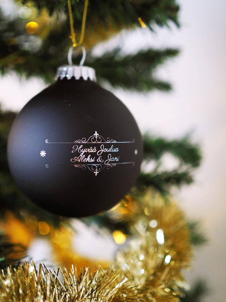 nimikoitu-joulupallo