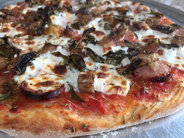 Chicken-Apple Sausage / White mushrooms pizza