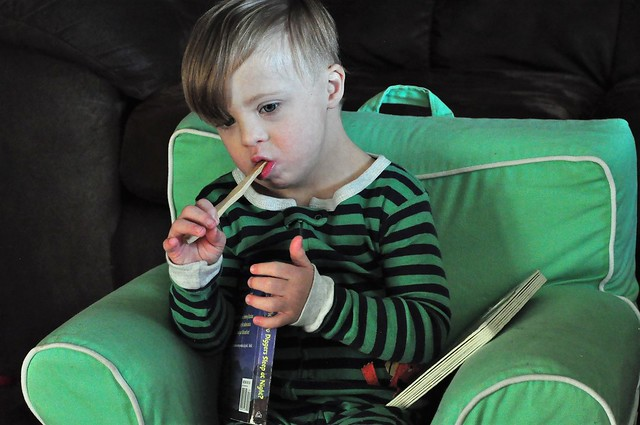 How to teach your kids healthy toothbrushing habits