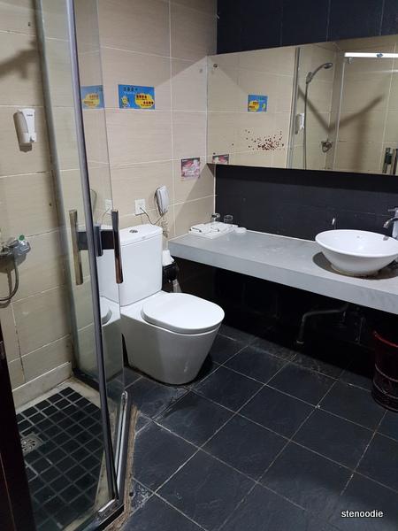 Jingxi International Hotel bathroom