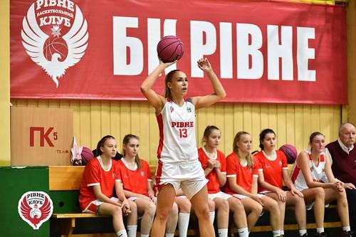 Рівненські баскетболістки зробили перший крок до чвертьфіналу