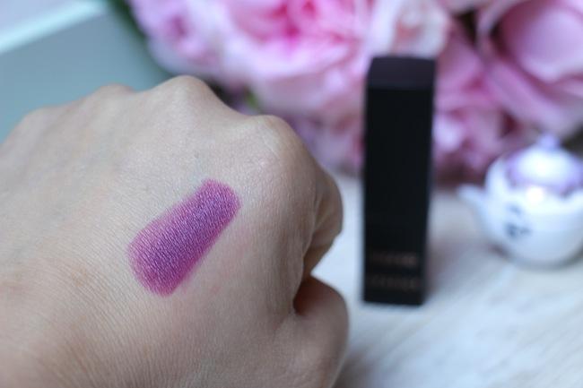 2_rouges_levres_violet_pour_cet_hiver_beaute_blog_mode_la_rochelle_10
