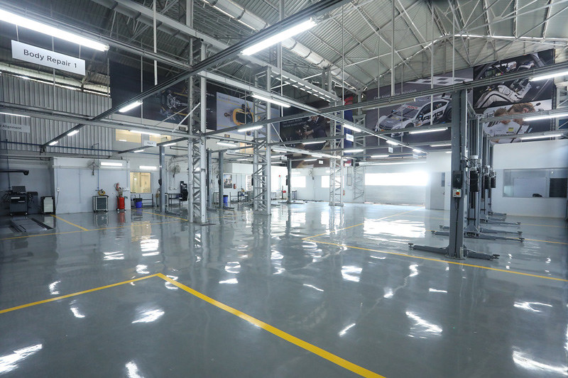 Servicing-bays-at-Mercedes-Benz-newly-opened--state-of-art-workshop-by-Shaman-Wheels-in-Goregaon-East,-Mumbai-(2)