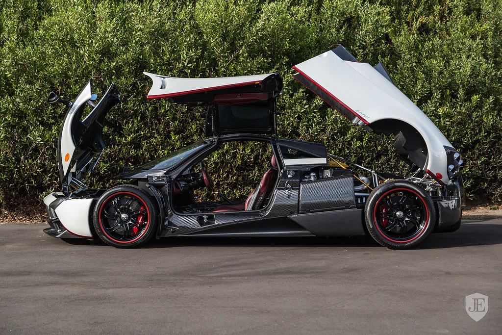 Pagani-Huayra-For-Sale-9