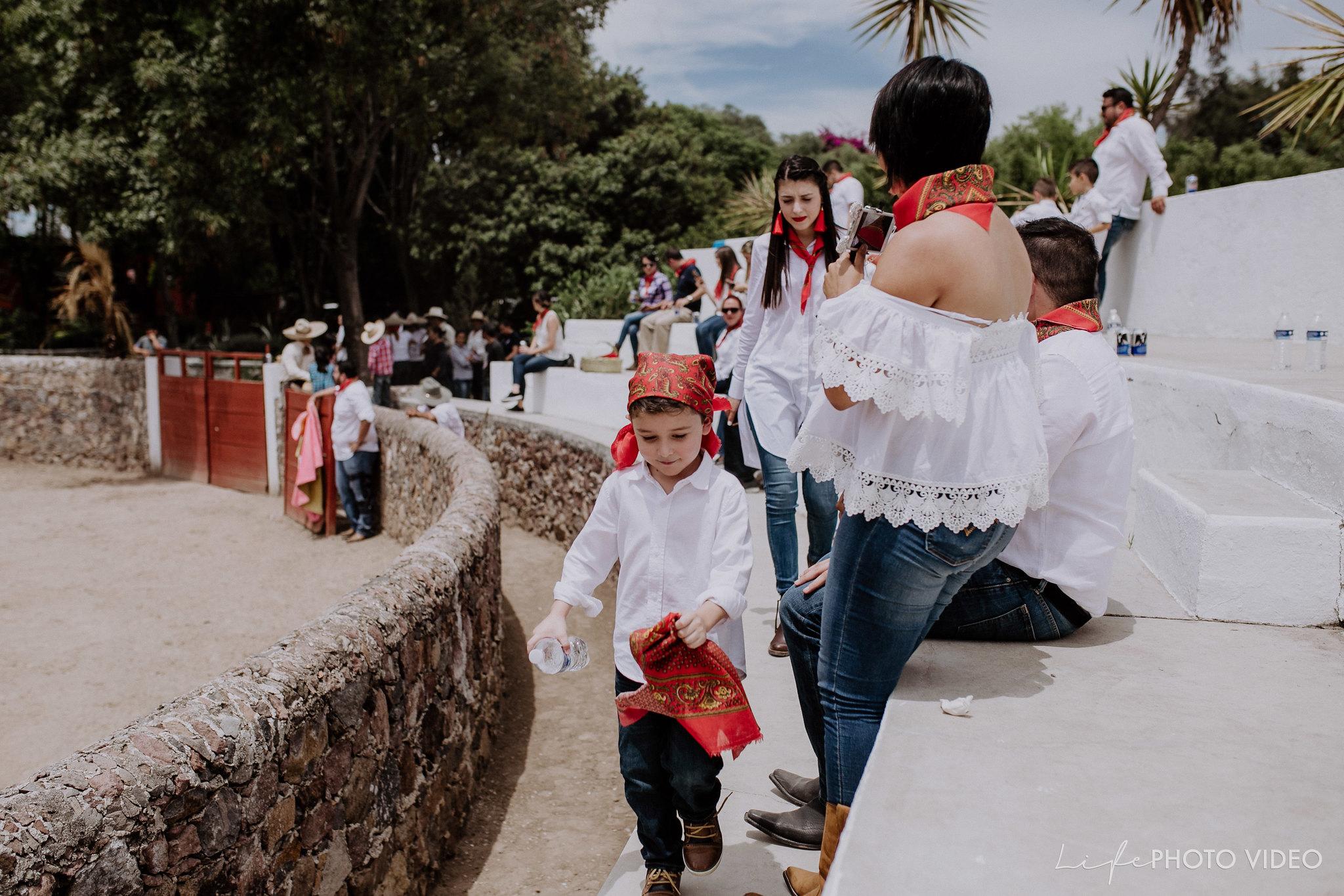 SanMigueldeAllende_Wedding_Callejoneada_Vaquillada_0019
