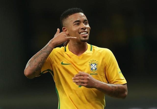 http://cafegoal.com/berita-bola-akurat/dani-alves-gabriel-yesus-adalah-ronaldo-baru-brazil/