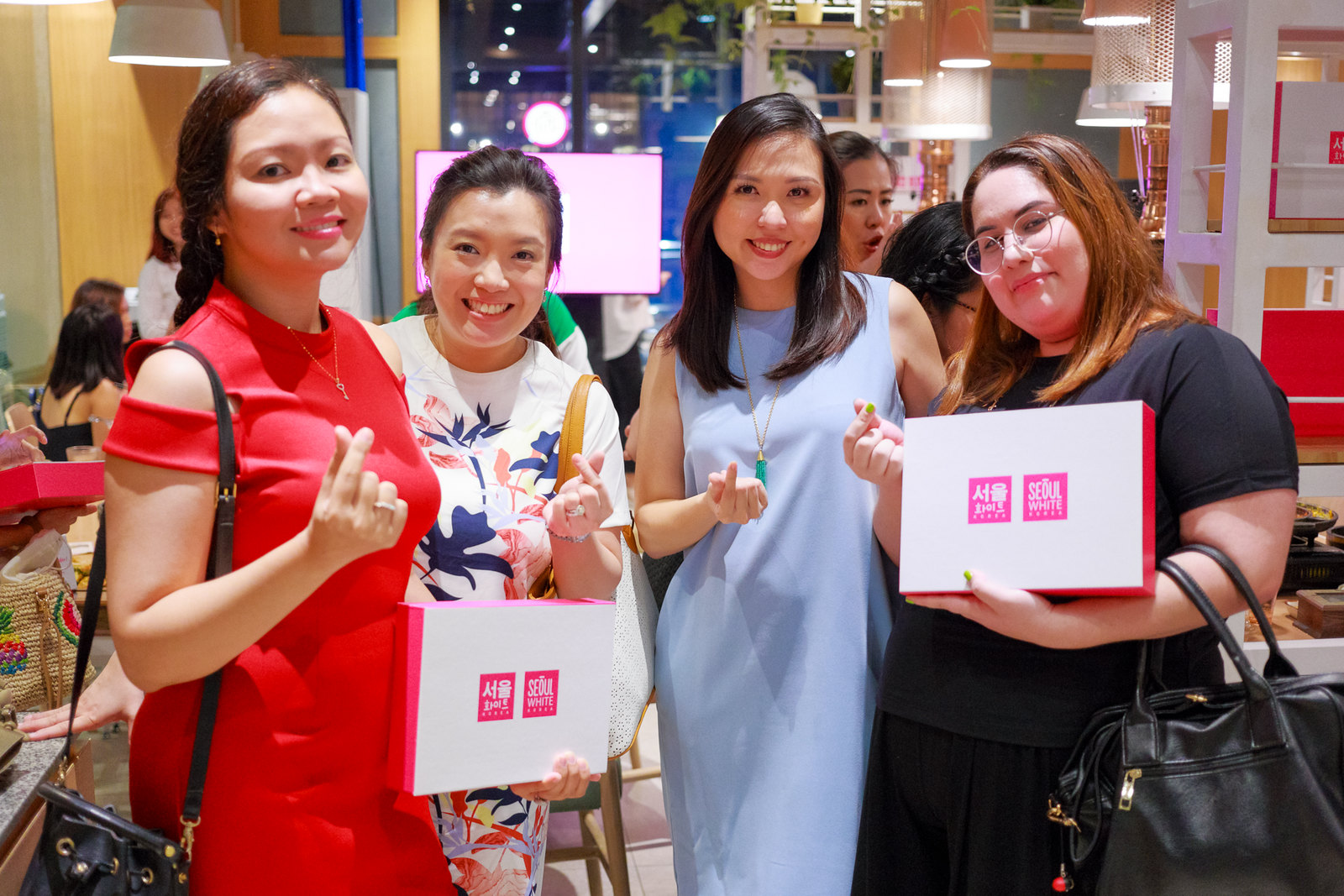 With one of the co-founders of SampleRoomPH Nathalie Toh, Seoul White Korea co-owner Jacque and blogger Ari Yupangco