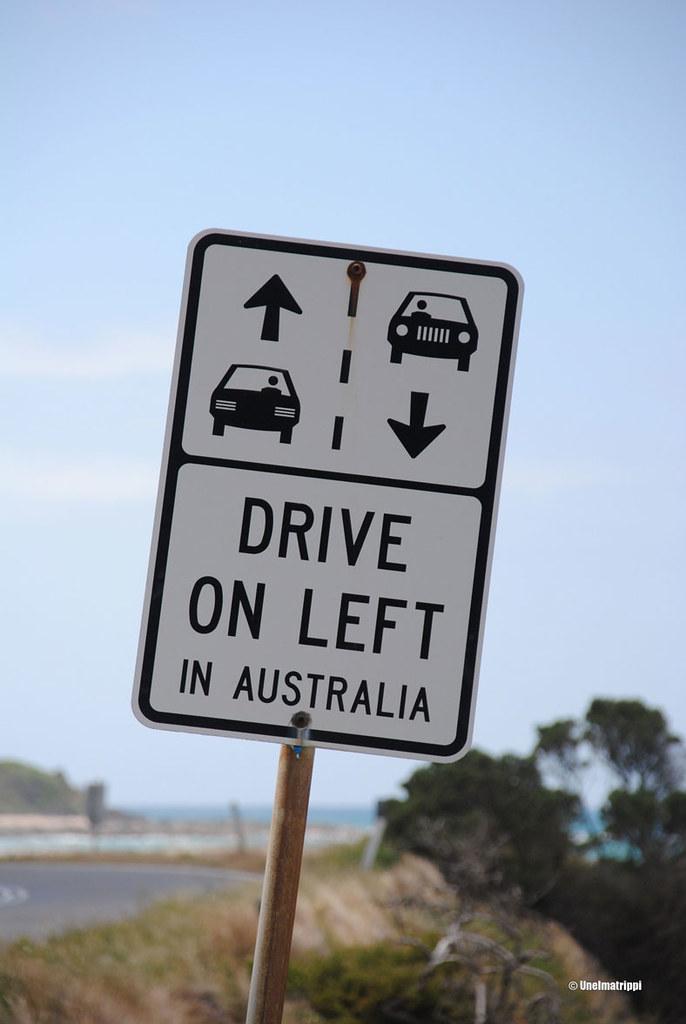 Drive on left -kyltti Australiassa