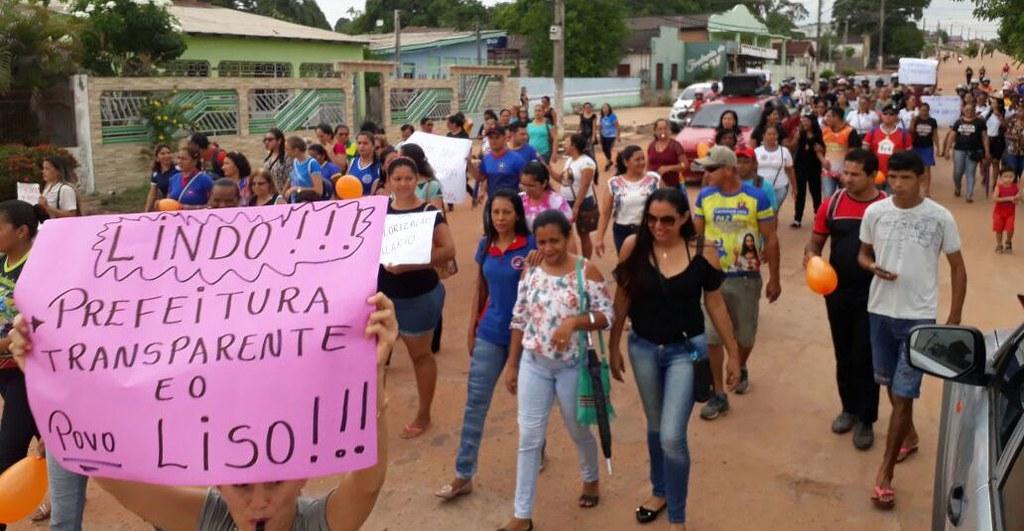 Servidores vão às ruas de Óbidos em protesto contra o prefeito Chico Alfaia, protesto em Óbidos
