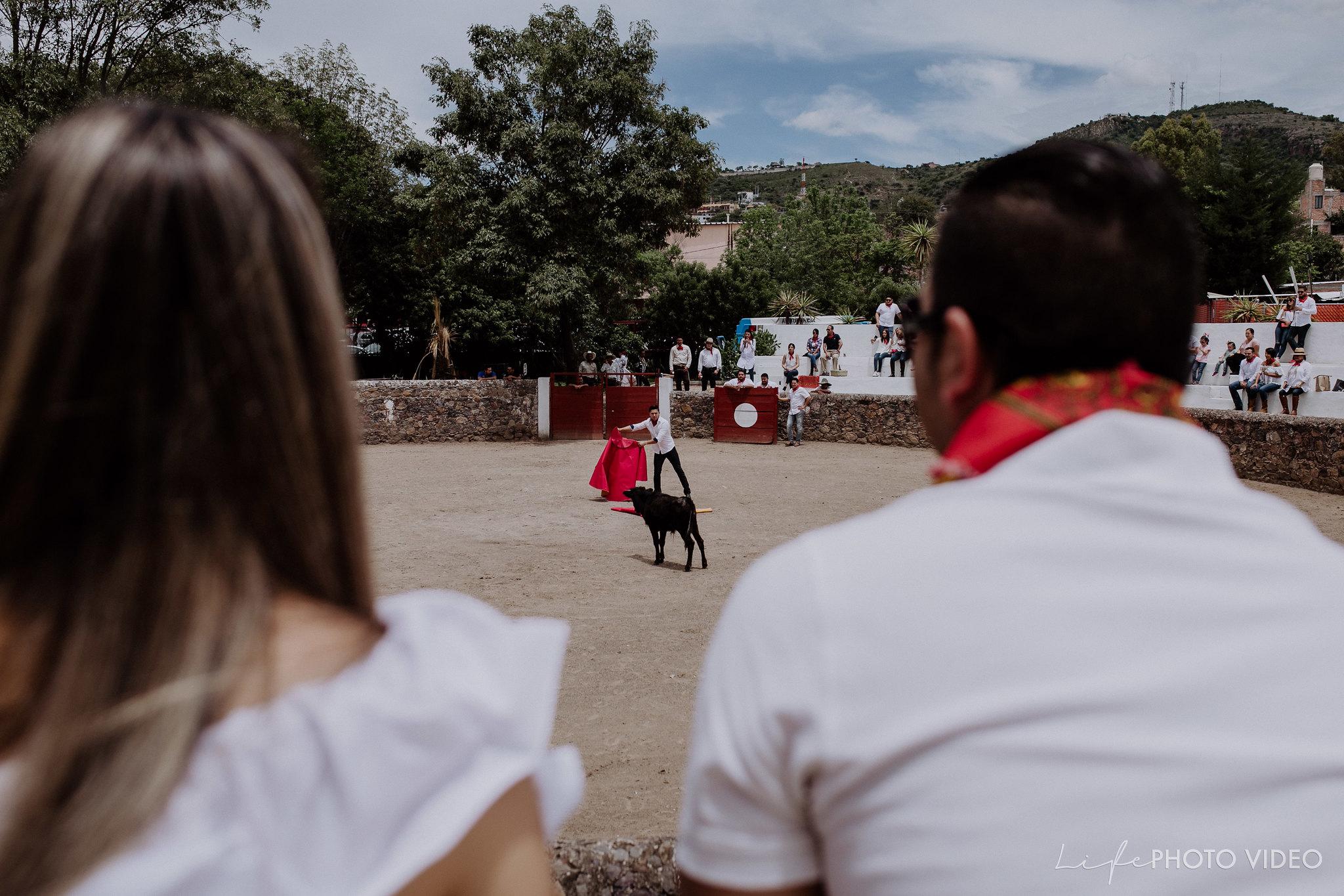 SanMigueldeAllende_Wedding_Callejoneada_Vaquillada_0033
