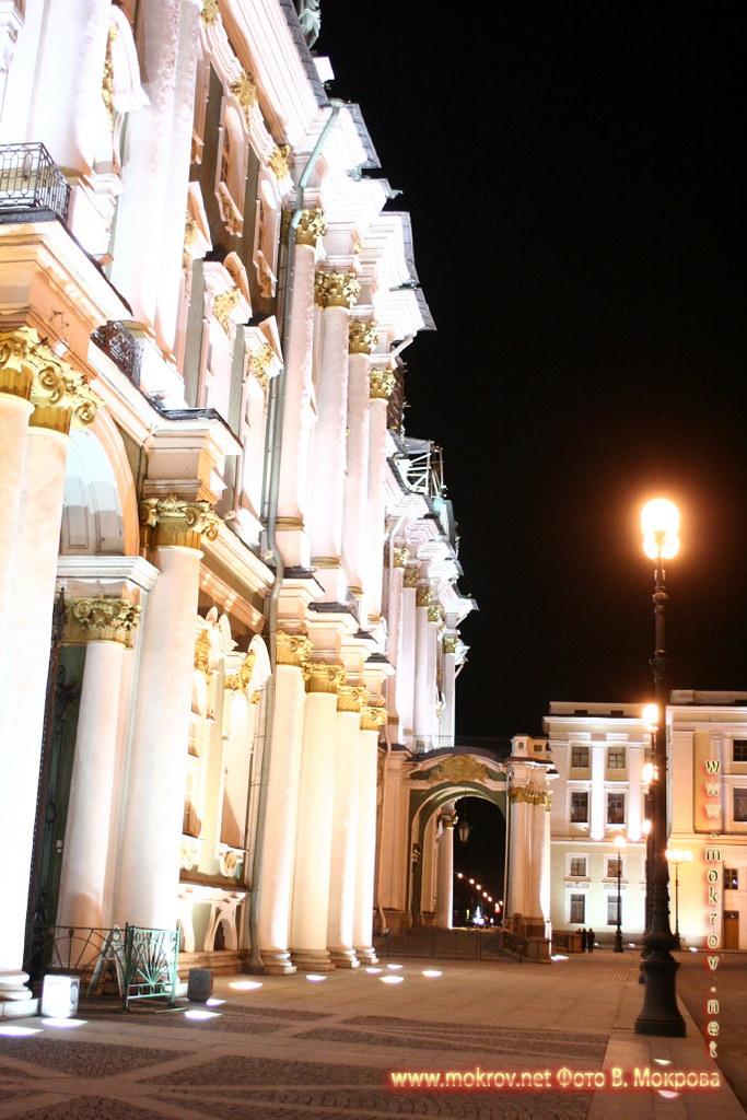 Эрмитаж, вид с дворцовой площади.