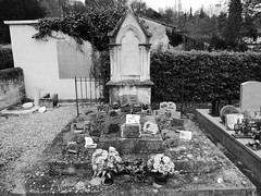 Graveyard, Saint-Germain-de-la-Rivière - Photo of Mouillac