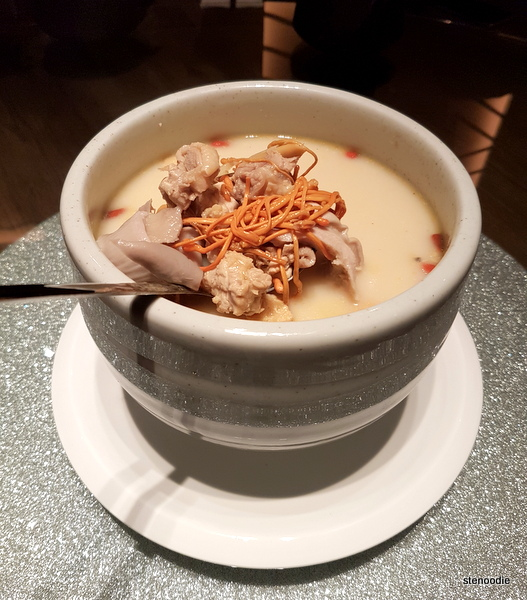 Boiled Chicken and Pig Tripe with White Pepper in Broth