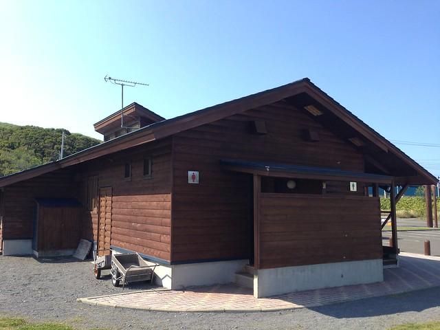 rebun-island-kusyu-lakeside-camp-site-wc-01