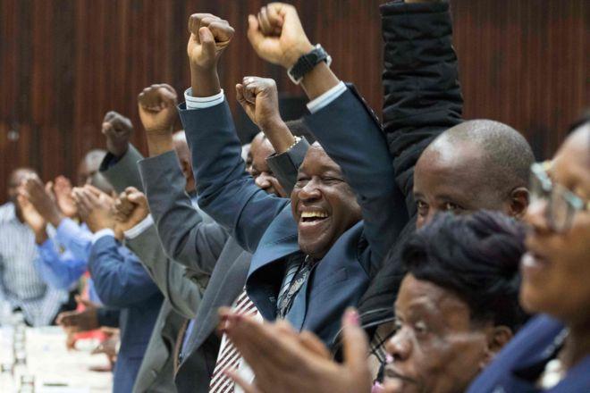 Роберта Мугабе змістили з посади лідера правлячої партії Зімбабве