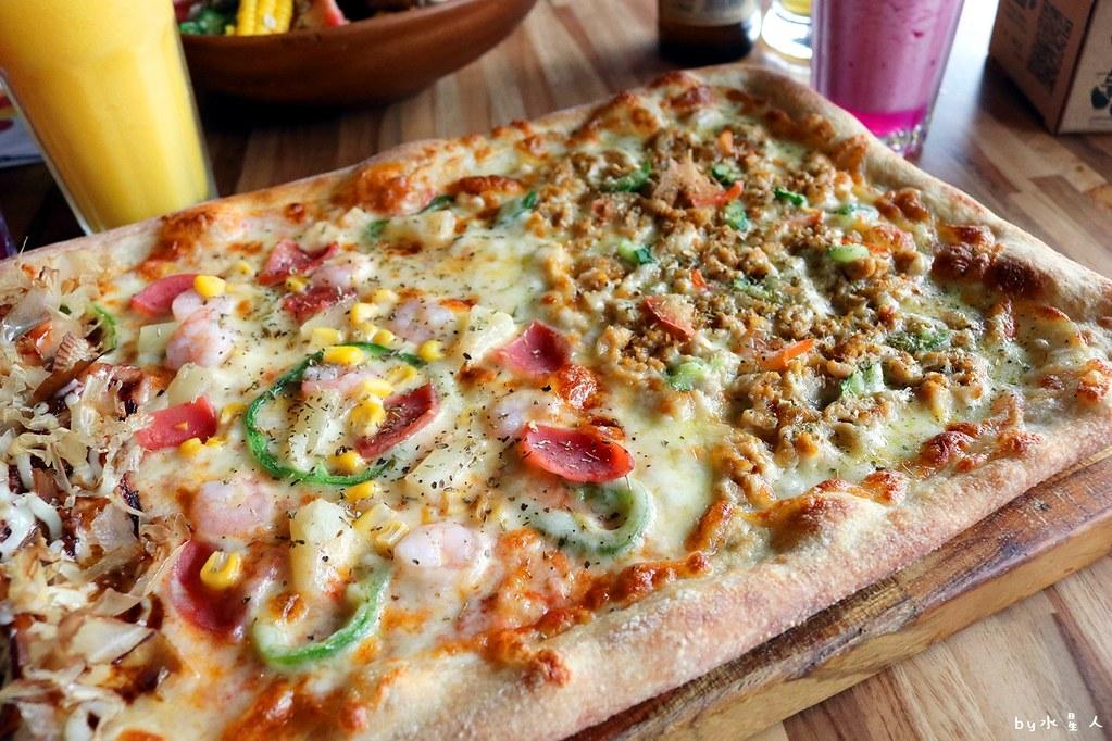 38658706126 7b2e090c19 b - 熱血採訪|披薩工廠公益店最新力作!超狂臭豆腐披薩明日登場