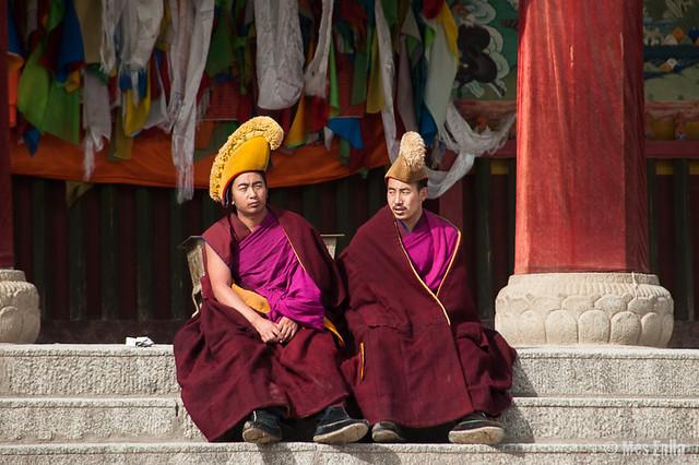 Monjes de la orden Gelukpa, en Xiahe