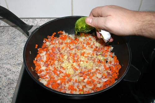 33 - Zerkleinerten Knoblauch hinzufügen / Add minced garlic