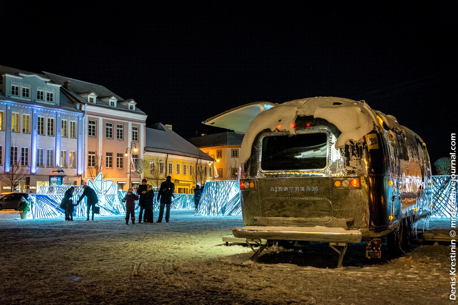 Вильнюс. Ратушная площадь. Трейлер Airstream.
