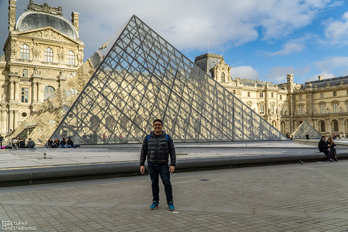 Piramide Louvre Yo