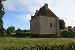 Tour du Prieuré à Lurcy-le-Bourg (Nièvre)