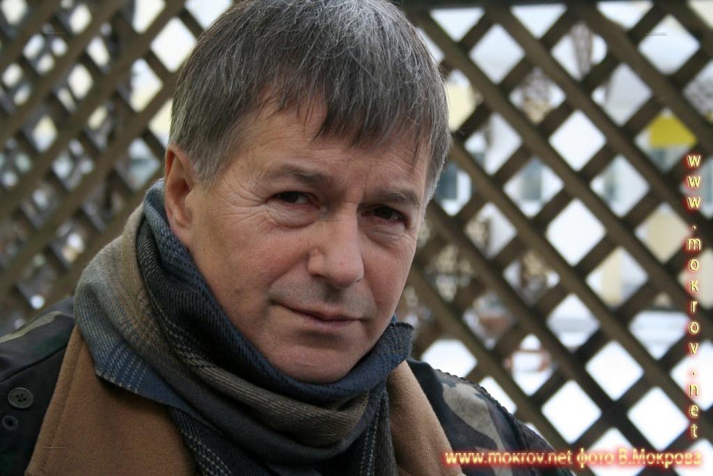 Игорь Ливанов в роли Сергеева, заведующего хирургическим отделением. В телесериале «Страна 03».
