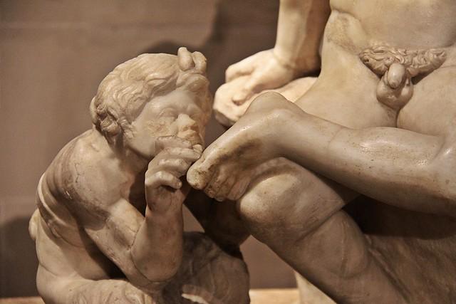 Pan, dieu protecteur des troupeaux et des bergers, retirant une épine du pied d'un satyre