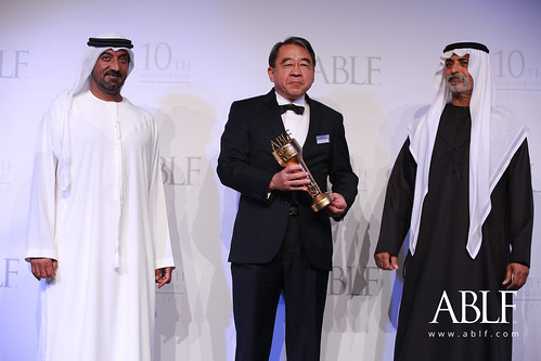 Tsuyoshi Nakai, CEO, Japan Cooperation Center Petroleum (JCCP), receiving the ABLF Business Courage Award from H.H. Sheikh Nahayan Mabarak Al Nahayan, Cabinet Member and Minister of Tolerance, UAE