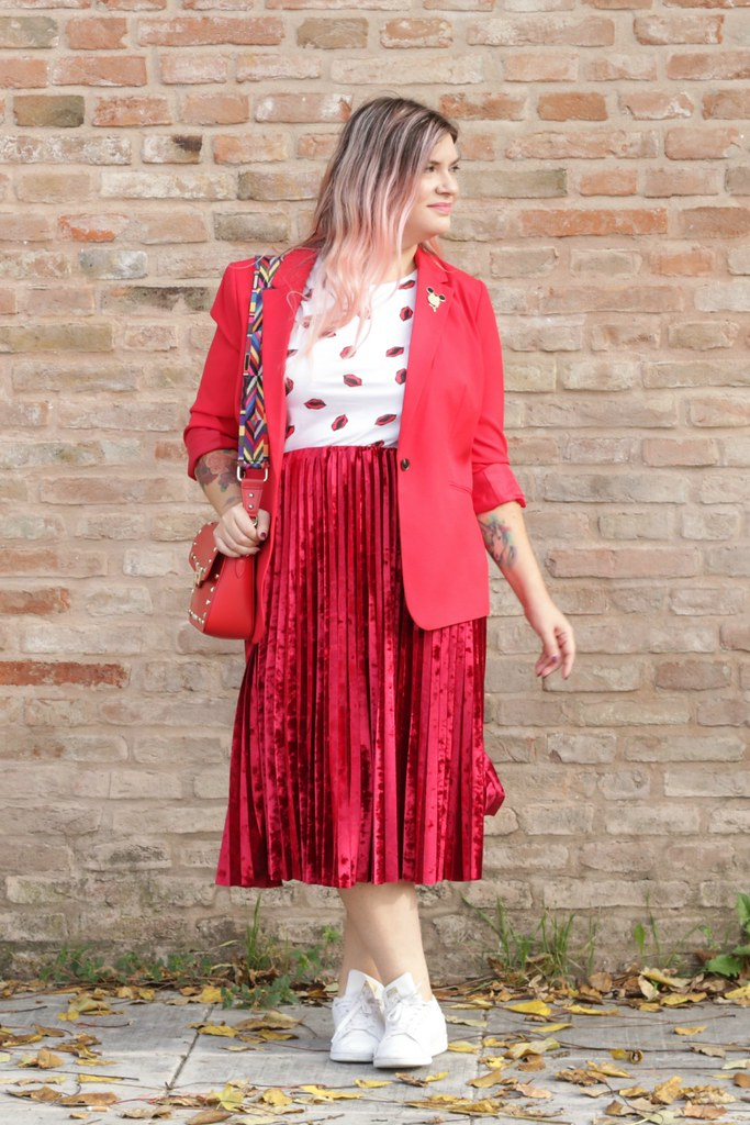 Outfit plus size, rosso su rosso (3)