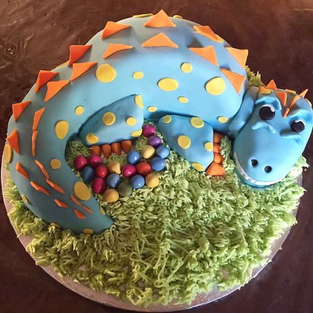 Dinosaur Cake by Mimas Munchies
