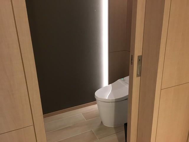 廁所有自己獨立的空間與門片@宜蘭礁溪寒沐酒店