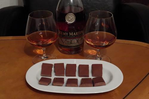 Cognac (Rémy Martin) und Praliné-Schokolade (Vivani)
