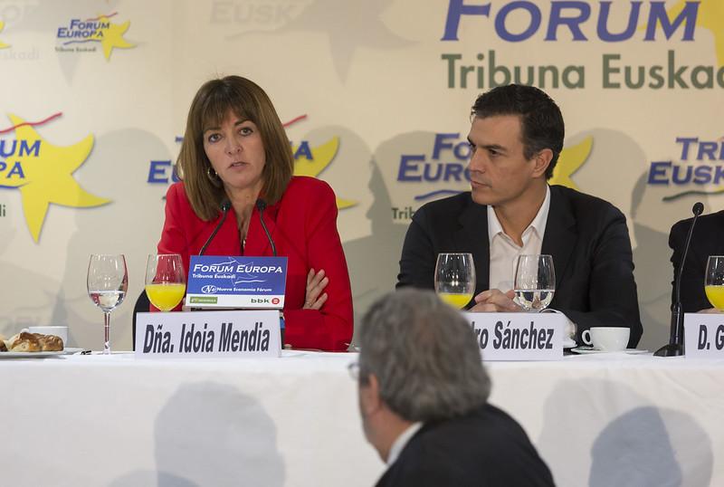 Idoia Mendia y Pedro Sánchez en Fórum Europa