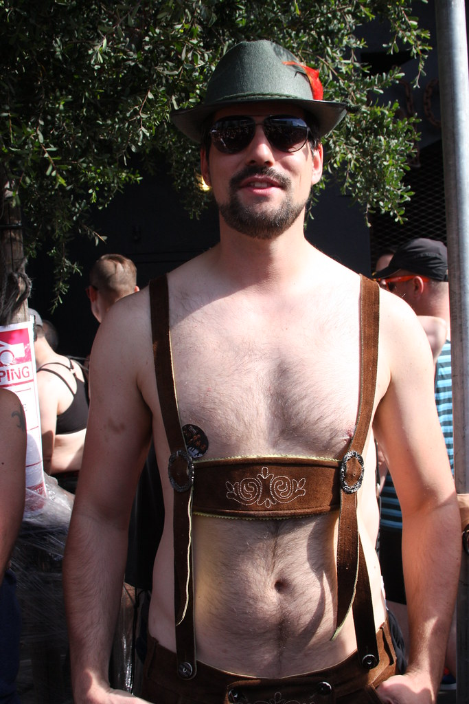 HELLA HOT LEDERHOSEN HUNK ! FOLSOM STREET FAIR 2017 ! ( safe photo )