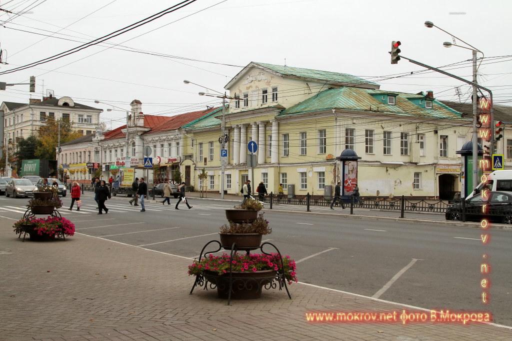 Город Калуга прогулки туристов с фотокамерой