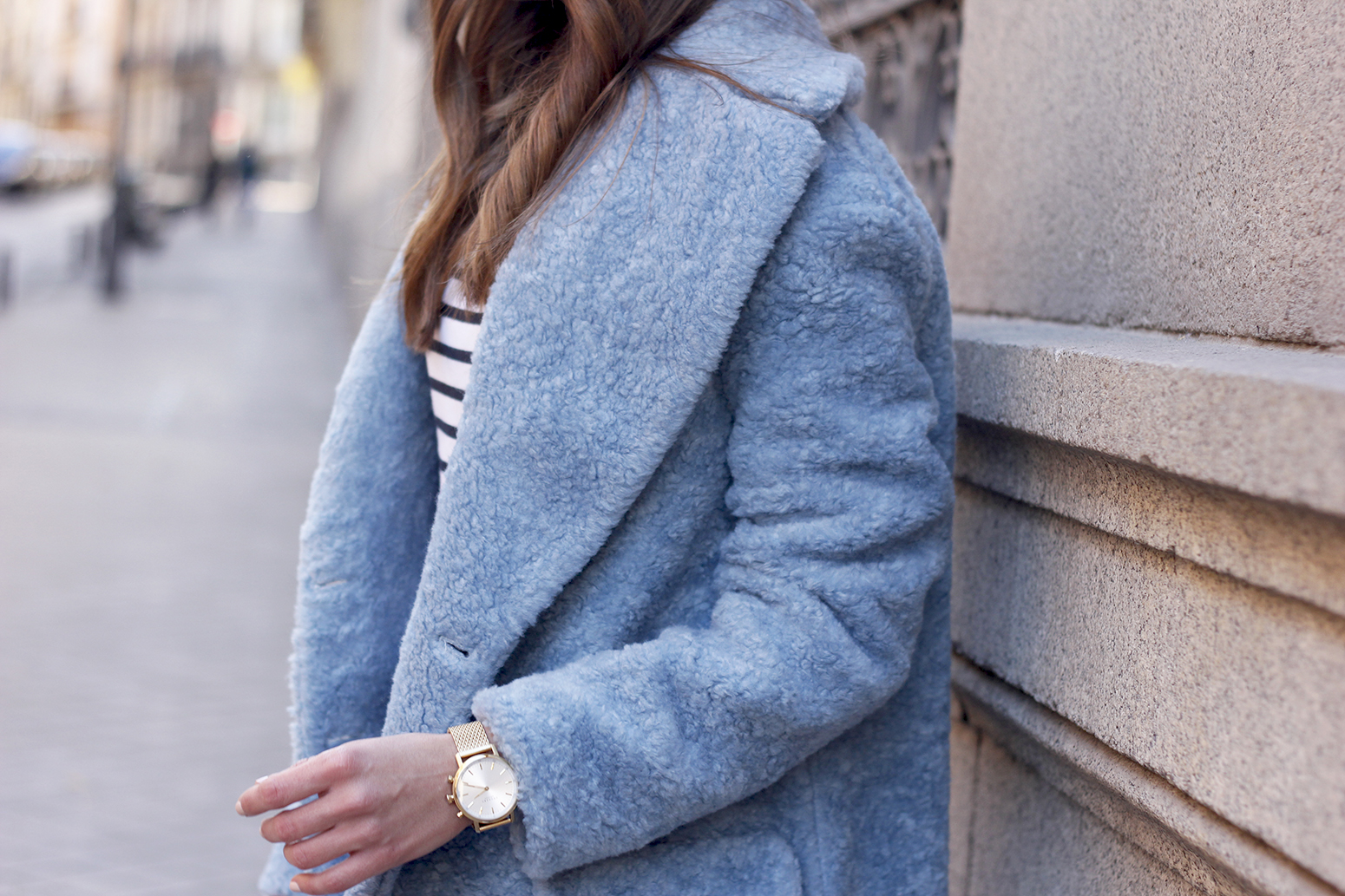 blue fur coat stripes white ripped jeans givenchy bag navy cap fall outfit street style12