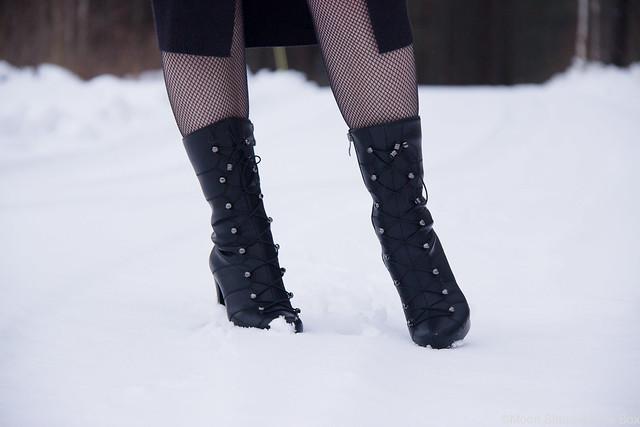 Fuzzin nilkkurit luistinnyörityksellä, varrelliset talvikengät