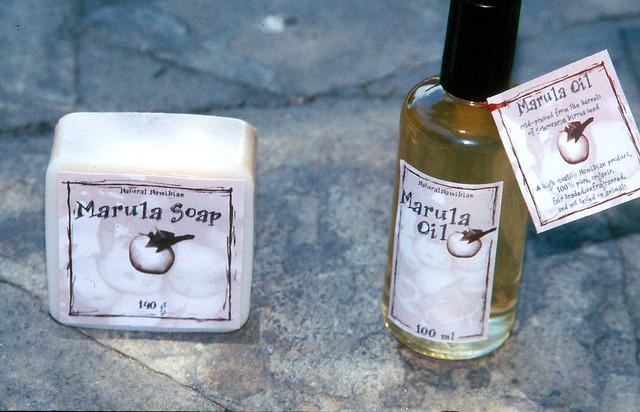 利用馬魯拉油製作出來的肥皂與保養品。圖片來源:Sheona Shackleton, CIFOR (CC BY-NC-ND 2.0)。