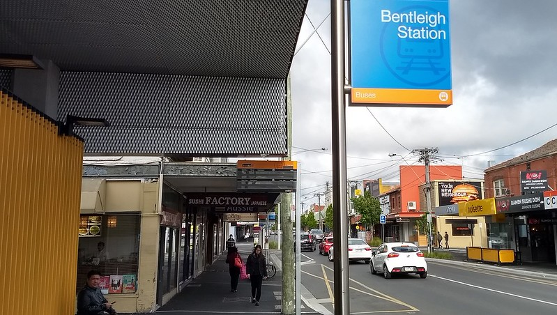 Bentleigh station Smartbus sign, not working