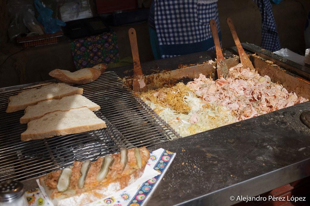 Puesto de comida en Gdansk durante la Feria de Santo Domingo