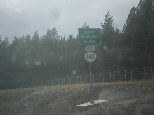 klamathfallslakeviewhighway or140 klamathcounty oregon sign blymountainpass summit shield biggreensign