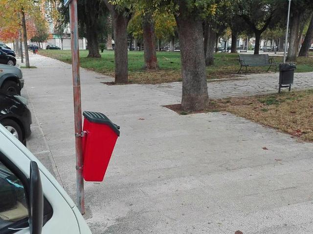 cestini porta rifiuti canine