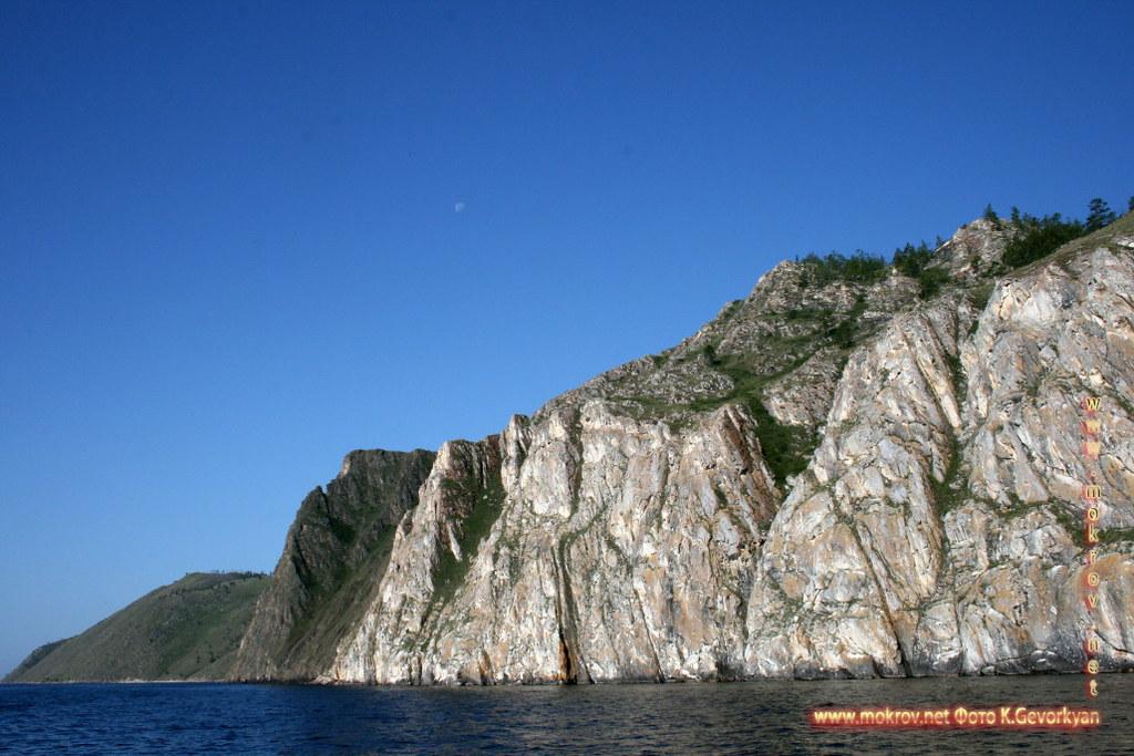 Озеро Байкал с фотоаппаратом прогулки туристов
